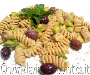 Fusilli con crema di zucchine e olive