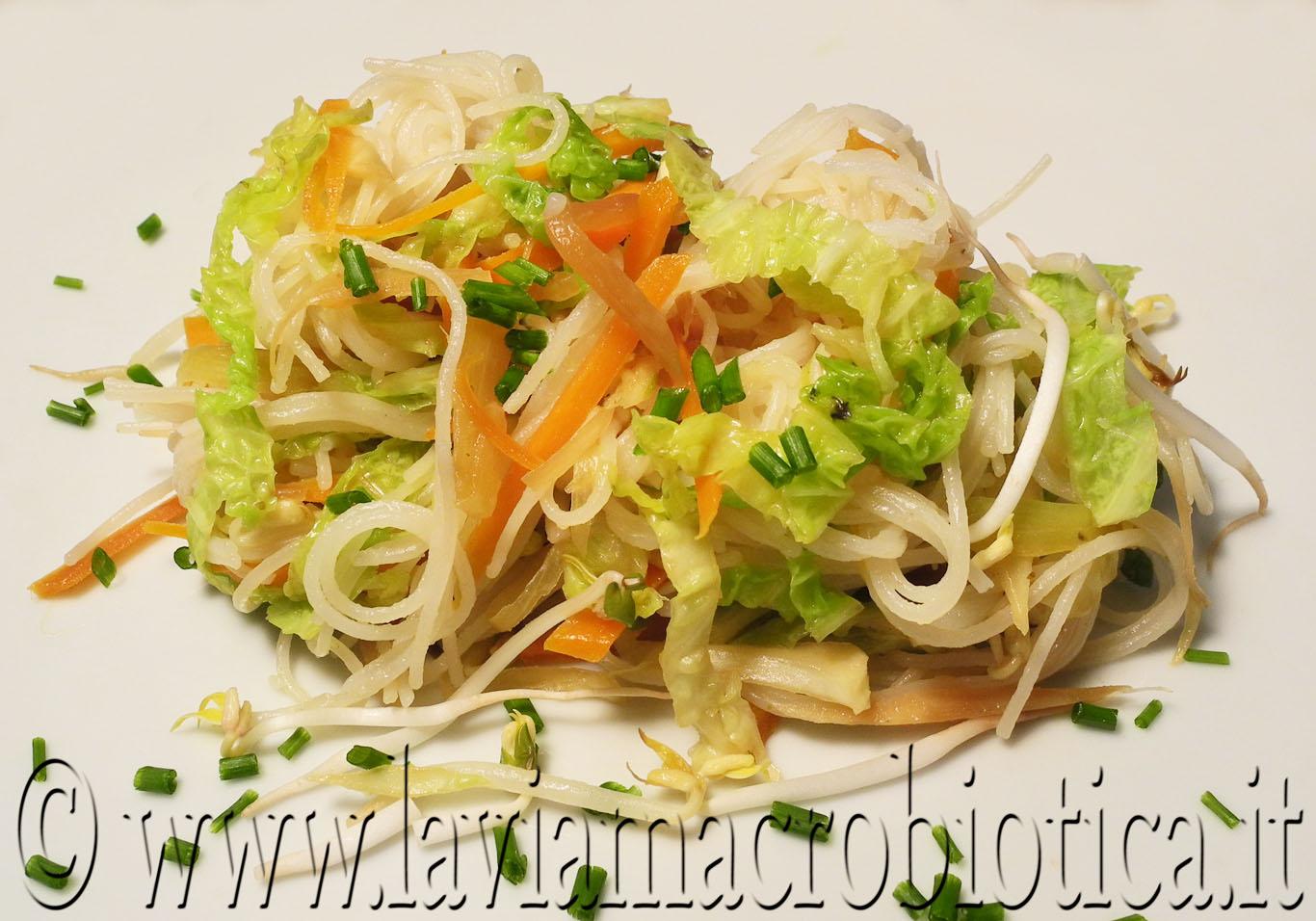 Noodles di riso con verdure | La Via Macrobiotica