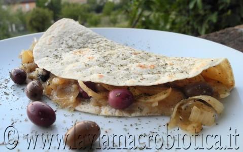 Piadina con crema di cipolle e olive