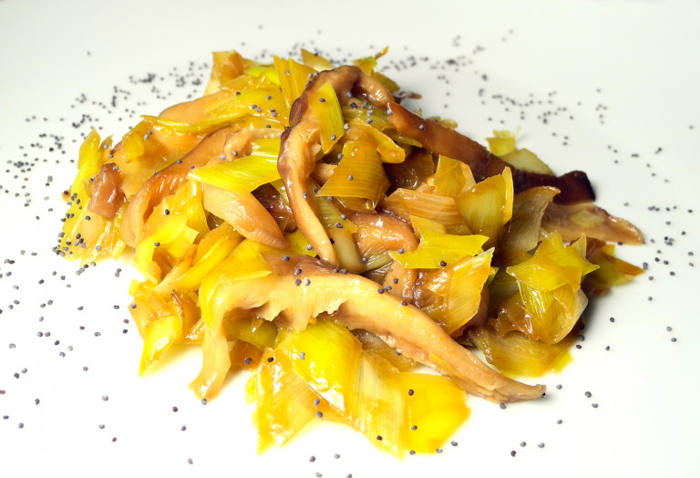 finghi-shitake-freschi-con-porri-e-semi-di-papavero