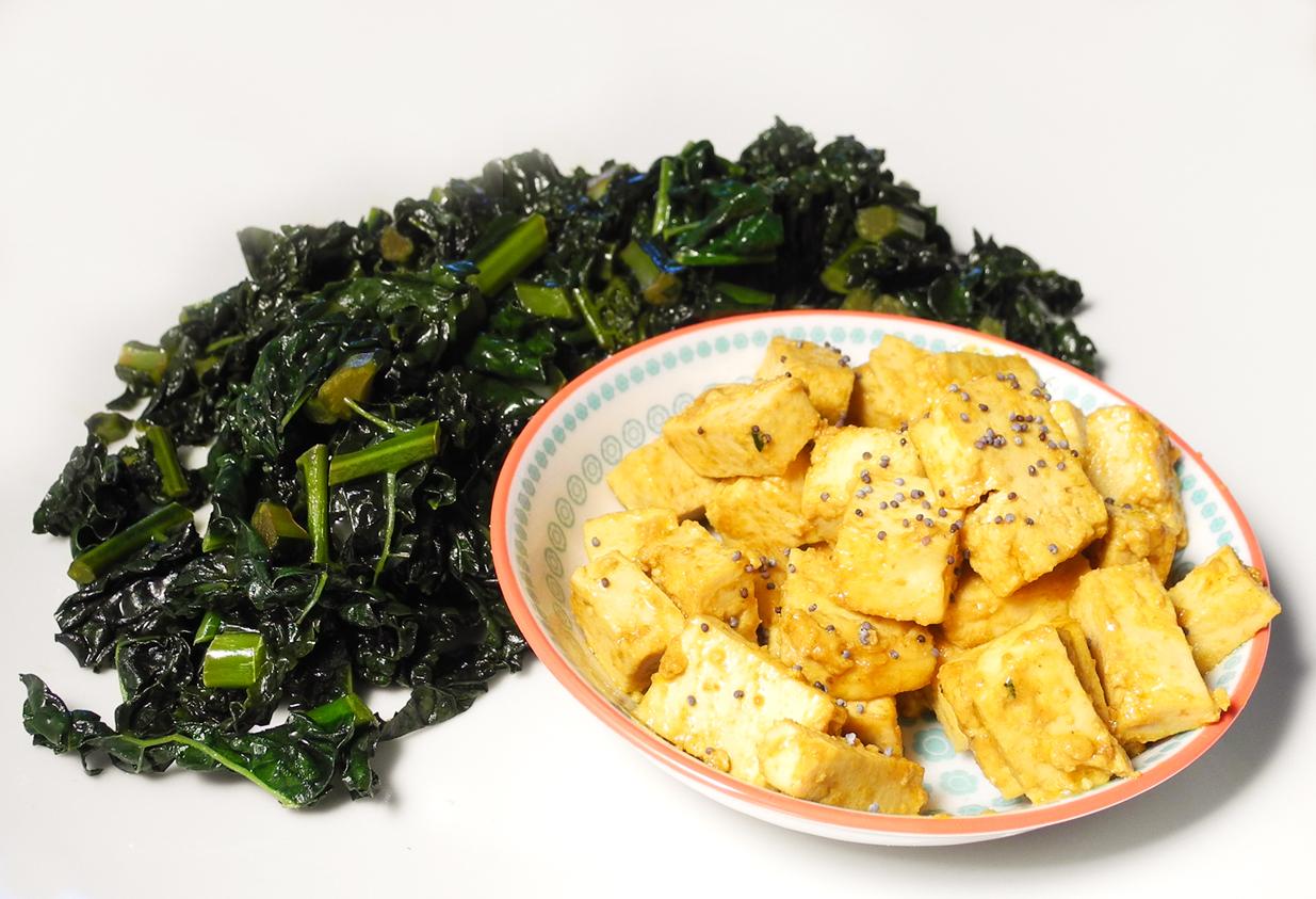 Tofu speziato con cavolo nero in padella la via macrobiotica - Cucinare il tofu ...