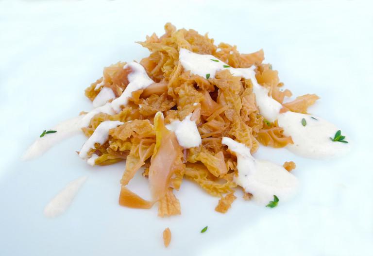 Verza stufata con salsina allo yogurt veg